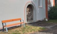 Neue Ruhebank an der Kirche